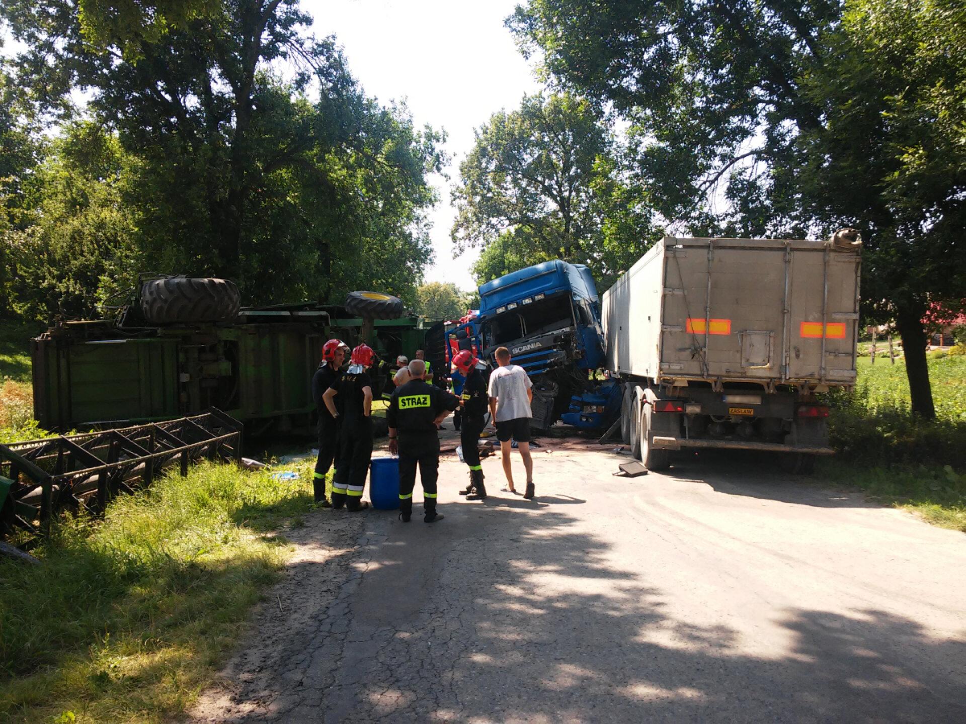fot. http://kontakt24.tvn24.pl/ciezarowka-uderzyl-w-kombajn-kierowcy-w-szpitalu,237707.html