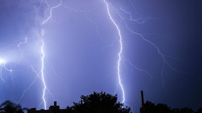 Nocą burze mogą być gwałtowne. <br />Ostrzeżenia drugiego stopnia