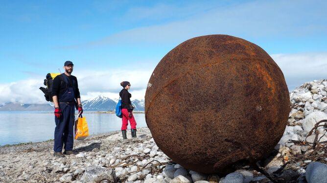 Polacy sprzątali Arktykę ze śmieci
